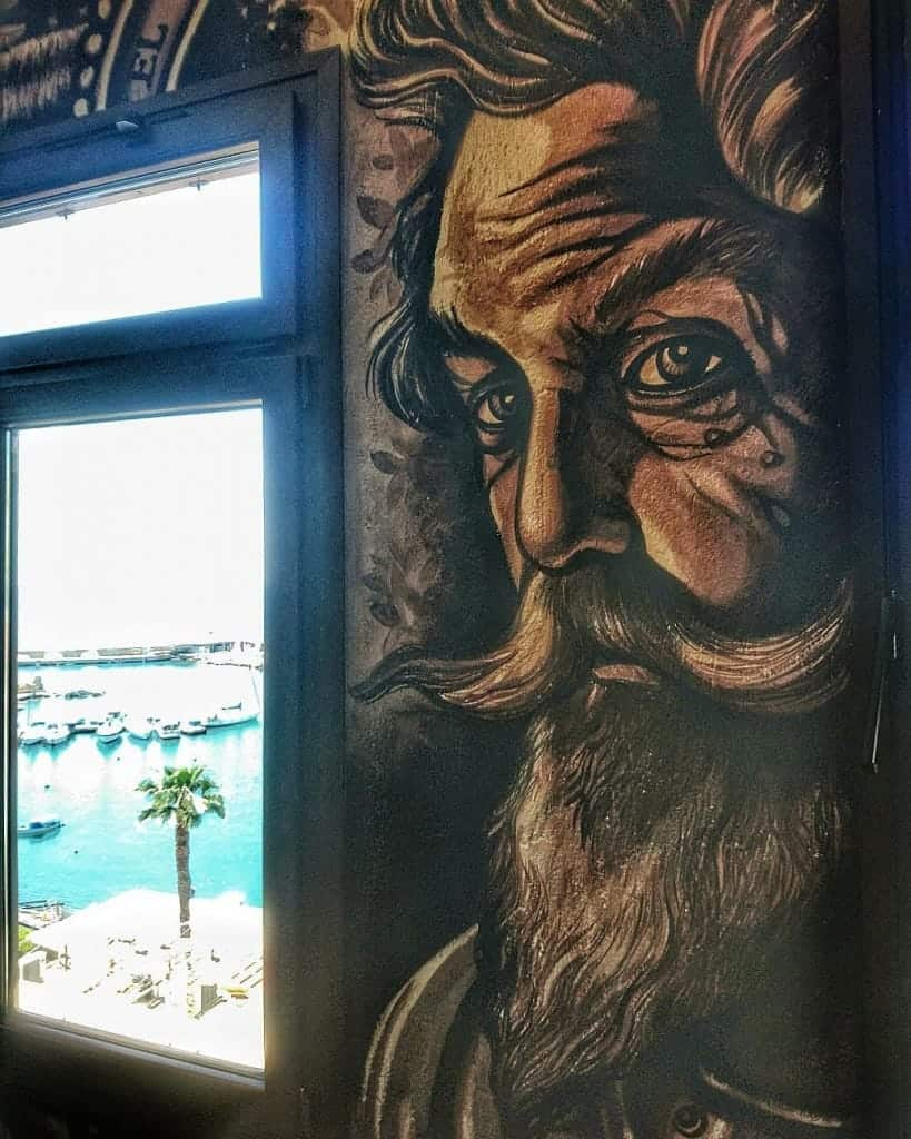 Street art in Piraeus, Greece