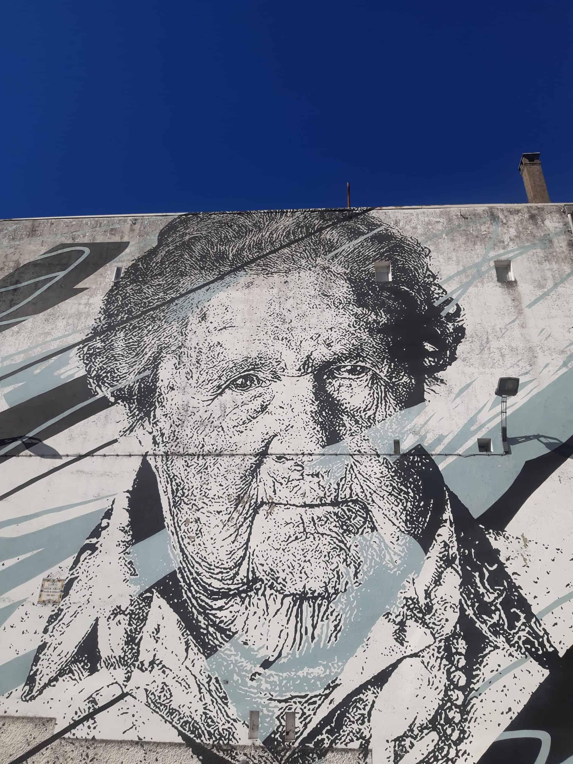 Street Art in Porto: Mira by Daniel Eime