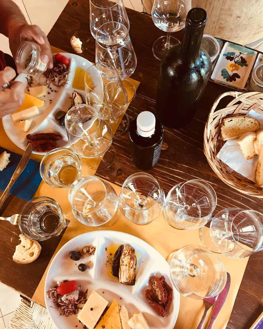 Things to do in Catania: Organise a local wine tasting