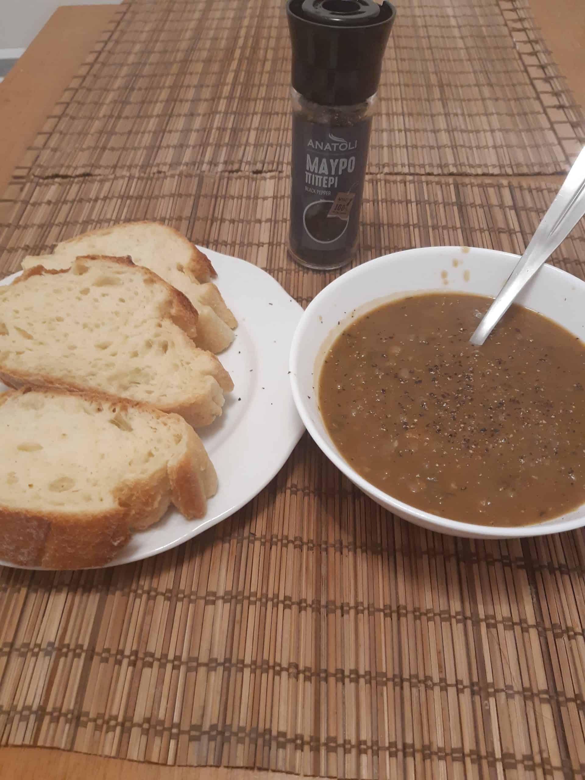Turkish food: Lentil soup (Mercimek Corbasi)