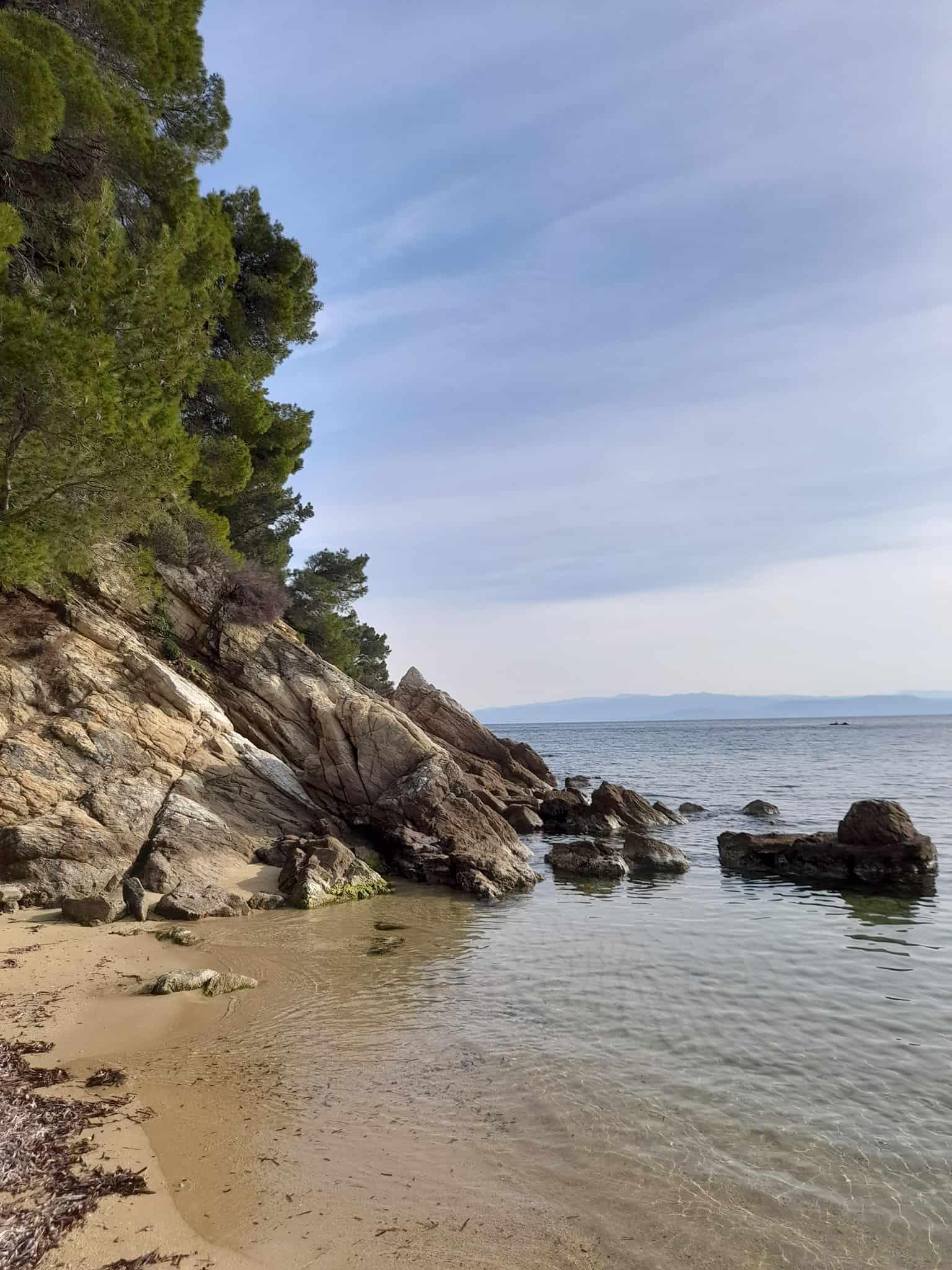 Skiathos beaches: Vromolimnos beach